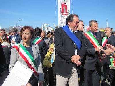 le-istituzioni-corteo-no-ombrina-Pescara