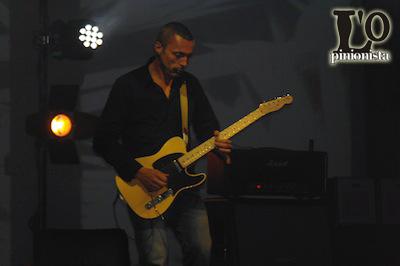 Alex-Britti-alla-chitarra