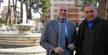 Foto 2 Sindaco e Cons. Di Paolo vicino fontana piazzale Marconi