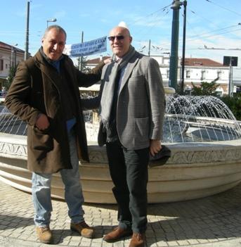 Foto Sindaco e Cons. Di Paolo Marco vicino fontana piazzale Marconi