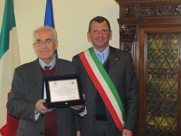 Albore Mascia per consegna riconoscimento al signor Cirasino02