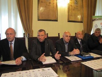 sindaco Albore Mascia e assessore Santilli su progetto rifacimento giardino Aurum02