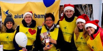 aiutare i bambini_volontari in piazza_2012_BASSA