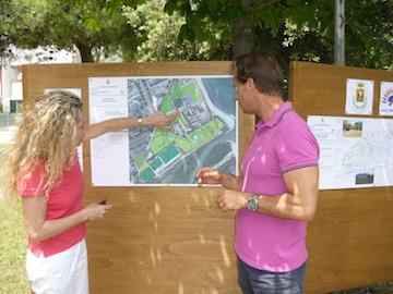 consegna lavori parco annunziata 1- sindaco e simona conte illustrano progetto
