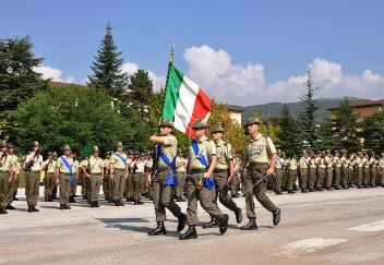 L aquila il 9 reggimento alpini lascia la storica caserma for Bandiera di guerra italiana