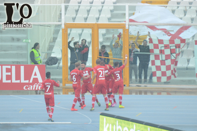 Pescara-Carpi-0-5-esultanza-ospiti
