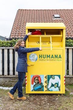 contenitore raccolta abiti HUMANA