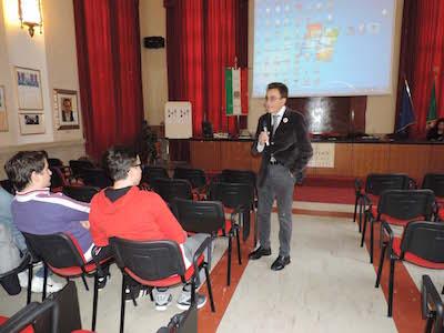 foto prof. Lombardo con studenti1