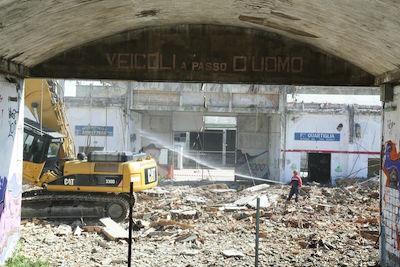Pescara demolizione ex Cofa