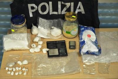 Droga polizia L'Aquila 15 dicembre 2015