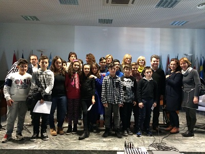 Il Consiglio Comunale dei Ragazzi con il sindaco Rapattoni, la professoressa Piccinni, assessori, consiglieri comunali e docenti1