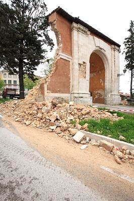 Porta Napoli sisma L'Aquila