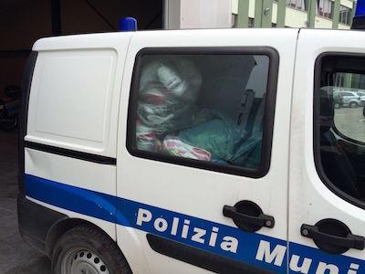 polizia municipale merce contraffatta