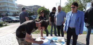 Foto firma cittadini al presidio4