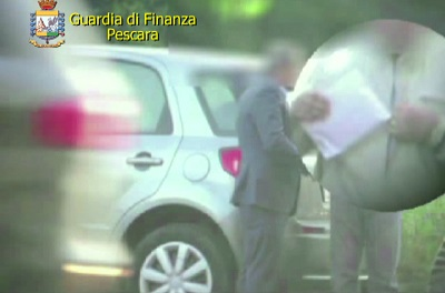 Tangenti, arrestato dirigente dell'Agenzia delle Entrate