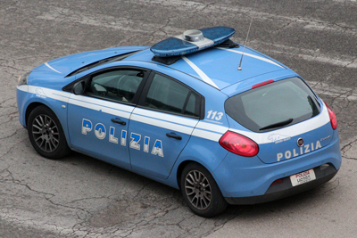 Pescara, tenta furto in casa e investe il proprietario: arrestato