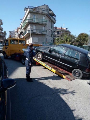 San Salvo: i vigili urbani sequestrano una Renault Clio, circolava senza assicurazione