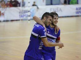 Capitan Murilo abbraccia De Oliveira autore del terzo gol