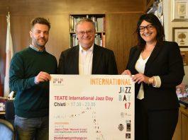 Assessore Antonio Viola, Massimo Stringini, referente Comitato Unesco Giovani per l'Abruzzo, Grazia Di Muzio project manager