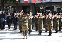 Bersaglieri in Piazza Garibaldi per gli onori al Momumento ai Caduti