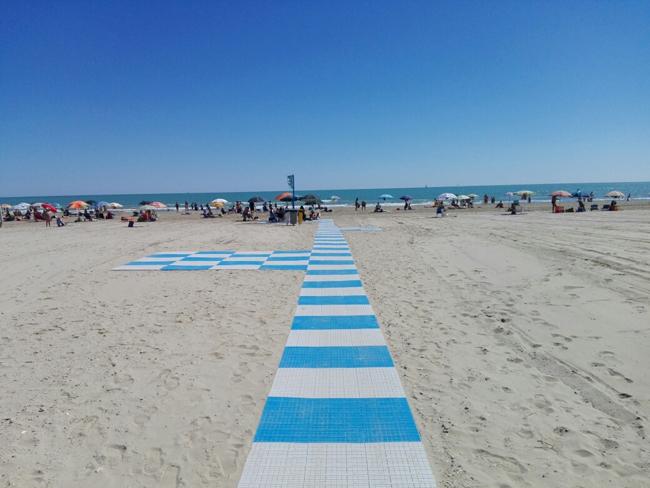 Spiaggia libera a misura di disabile