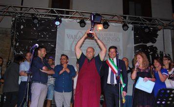 campli-sagra-della-porchetta-vince-nicolino-mercurii