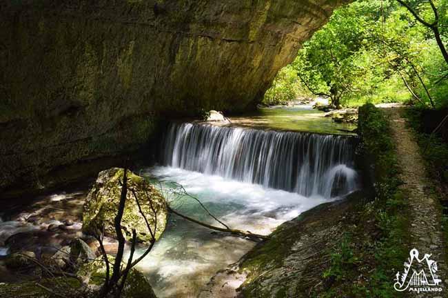 Cascata-Fiume-Valle-dellOrfento-Majella-Abruzzo-Italy