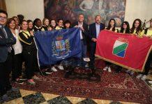Consegnate le bandiere della città e della Regione a squadra femminile di rugby del Marconi