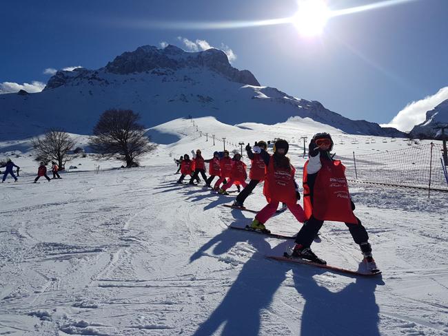 Prati di Tivo: partiti i nuovi corsi di sci per studenti