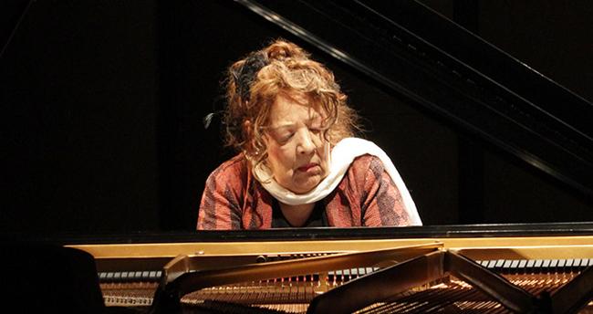 la pianista Ingrid Fujiko Hemming