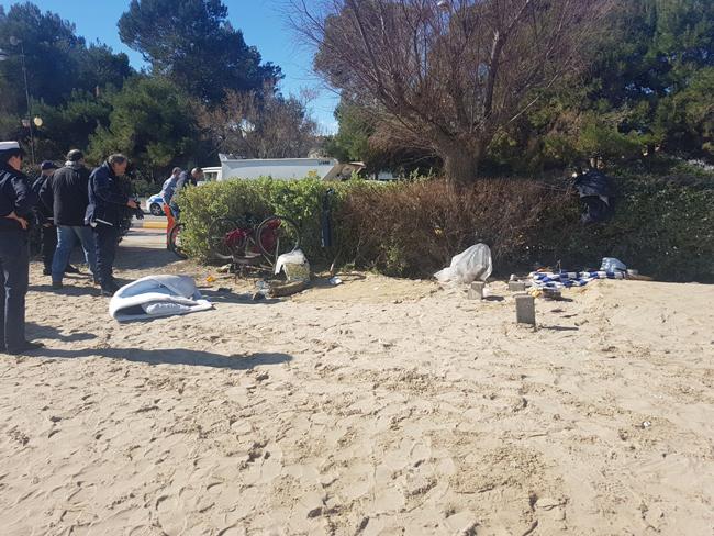 Montesilvano, lotta la bivacco: rimosse tende nella spiaggia antistante via Firenze