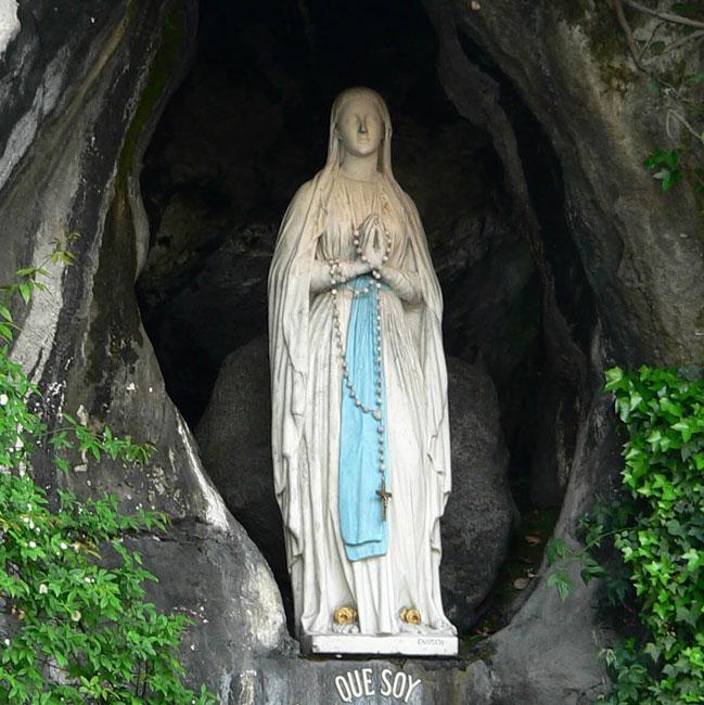 Lourdes: quando la fede si fa poesia