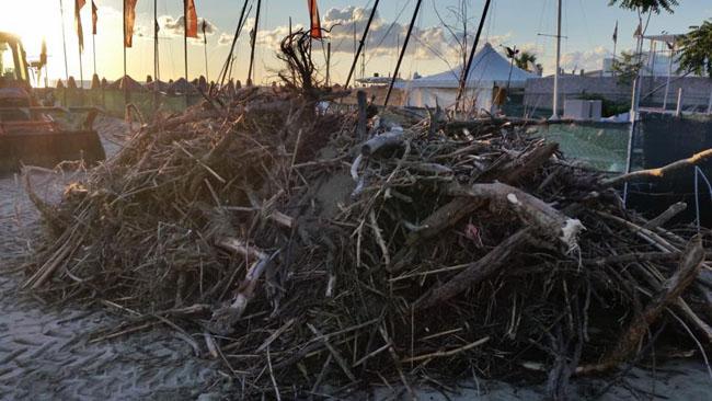 Pescara pulizia arenili rimosso materiale spiaggiato
