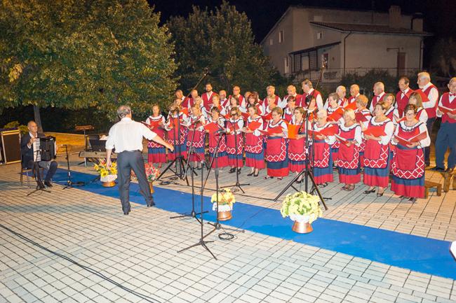 coro folkloristico