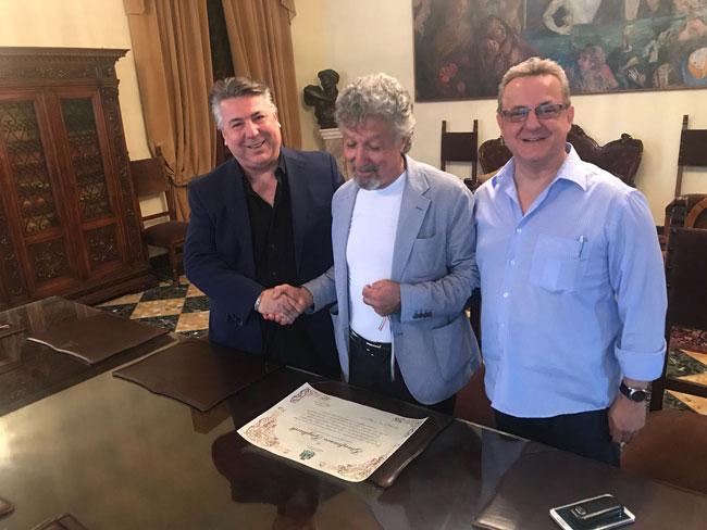 Pescara, blocca ladro di telefonino: il Comune lo ringrazia