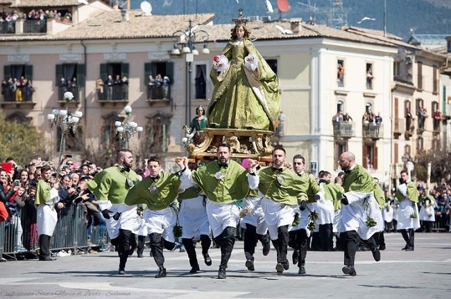 Sulmona, la Madonna che scappa in piazza probabilmente non si terrà
