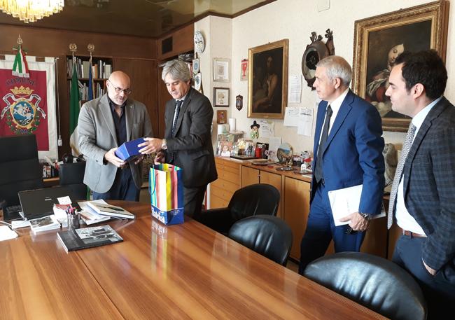 Incontro sindaco poste italiane