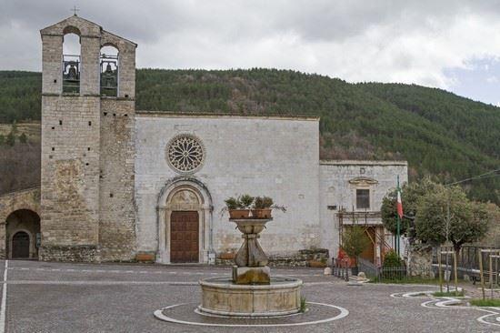 facciata Chiesa di Assergi