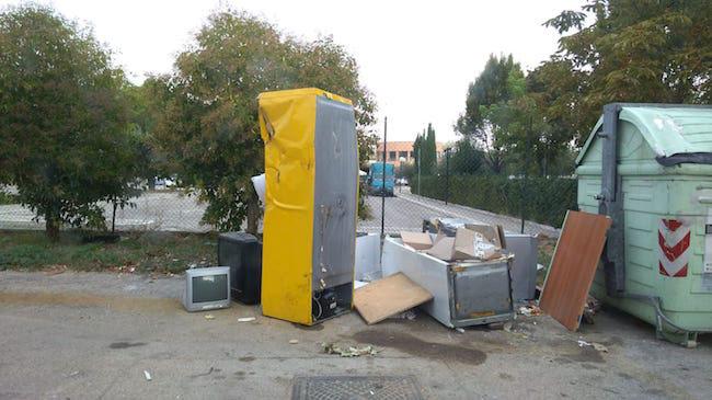 via Rimini discarica 3 ottobre prima