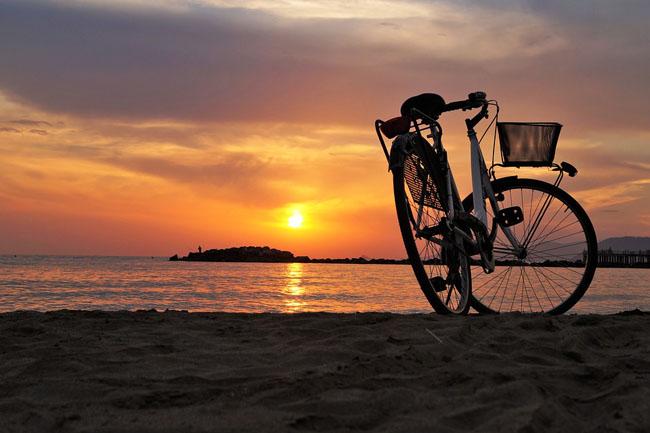 biciletta tramonto