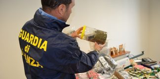GdF, Pescara: sequestrati 36 kg di droga nei capapa store