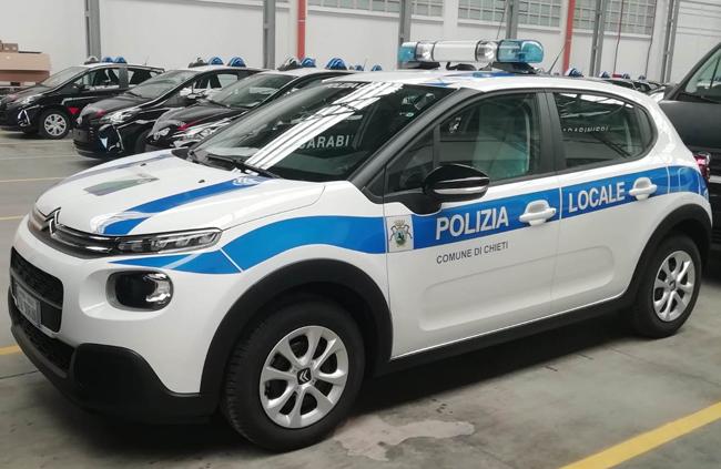 veicolo polizia municipale Chieti
