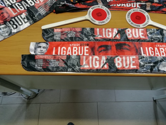 sequesto materiale contraffatto concerto Ligabue Pescara