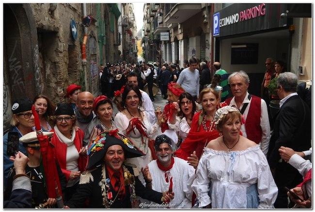 I Pulcinella abruzzesi a Napoli per 'O Ghinnéss'
