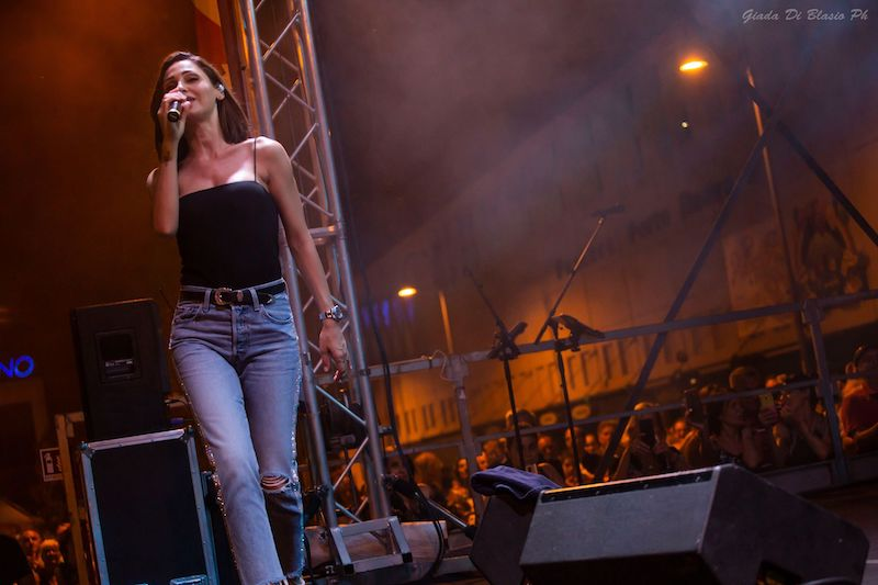 Anna Tatangelo incanta Pescara: foto e scaletta