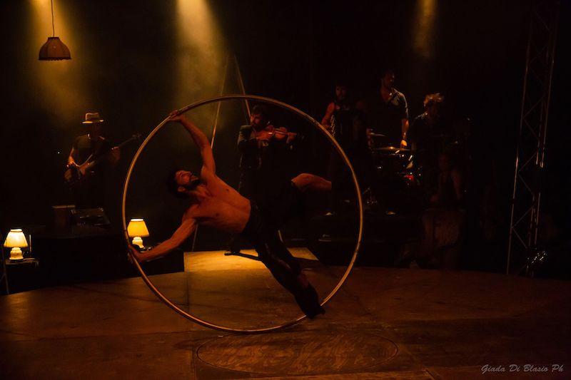 Tripudio per il Circo Zoè, il tendone che conquista Pescara [FOTO]
