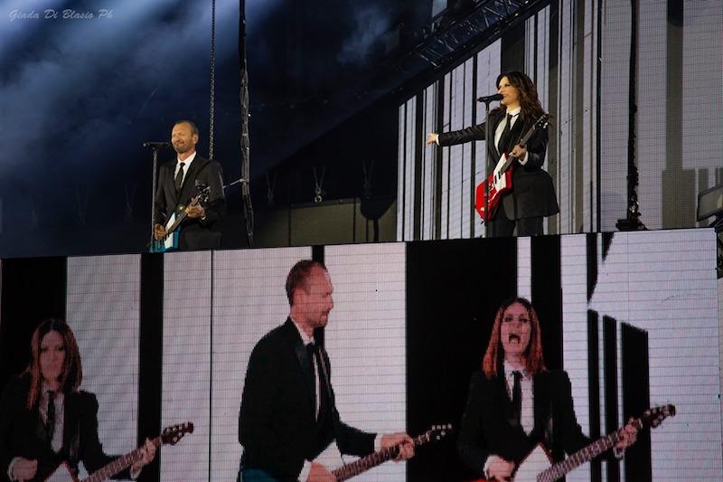 Biagio e Laura fanno sognare Pescara, foto e scaletta del concerto
