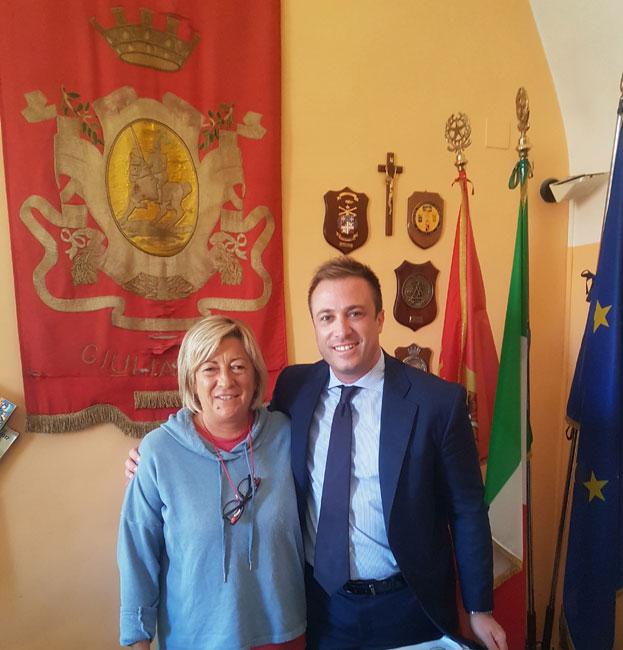 Il Sindaco Constantini con la referente dell'associazione Il Sogno di Iaia Maria Compagnone