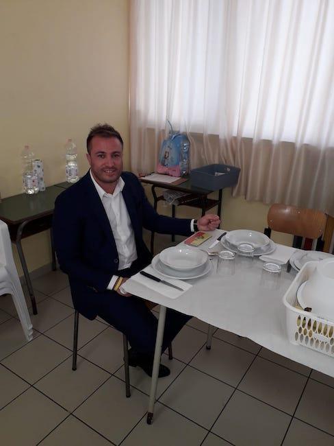 Il sindaco Costantini a pranzo alla mensa della scuola Don Milani