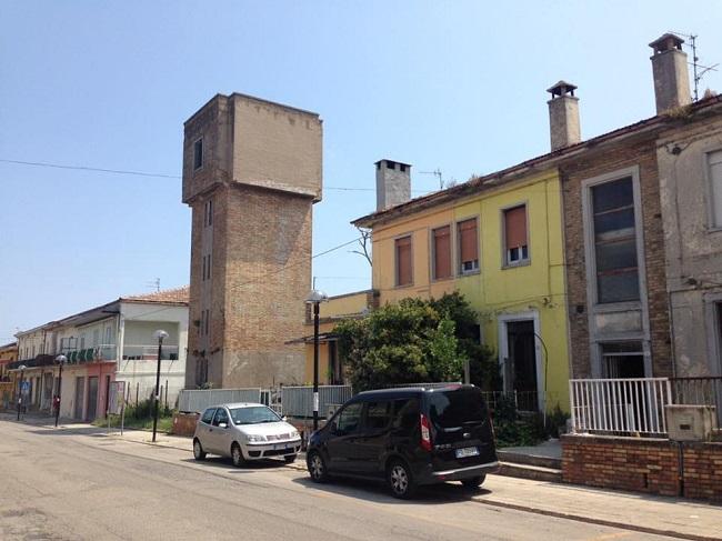 Fossacesia, ex alloggi popolari via Lanciano: al via la bonifica dei rifiuti